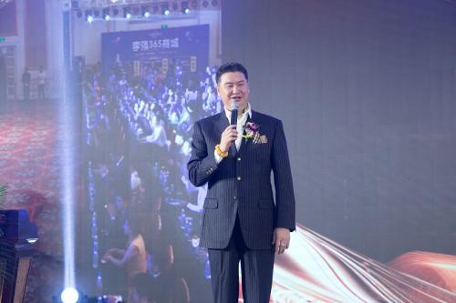 李强365创始人李强致辞,预祝影片首映成功。